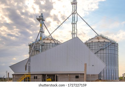 Metallic warehouse. Grain storage silo. Soy deposit. Infrastructure for storage and storage of agricultural products. Agriculture in Brazil. Grain warehouse. Commodities