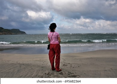 metaphor of peace, calm, serenity, harmony, fullness, well-being, nature, natural, contemplate, meditate, breathe, grow, happiness, tranquility, fulfillment,Girl looking at the sea, visual allegories,