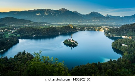 Meteoric ascent towards a splendid panoramic view on the isle of Bled (Slovenia)