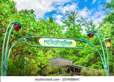 Metro sign in Paris