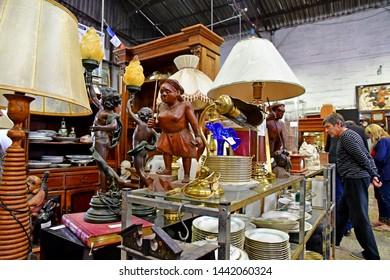 Meulan en Yvelines; France - june 9 2019 : a junk store