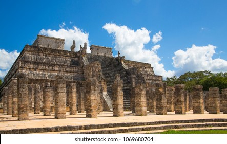 Mexico, Chichen Itzá, Yucatán. Temple of the Warriors with One Thousand columns gallery. Kukulcan El Castillo