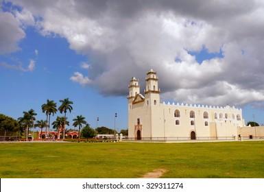 mexico church cathedral Merida colonial architecture historia