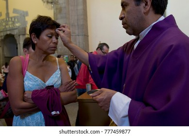 MEXICO, MEXICO CITY, D.F. MARCH 09, 2011. Catholic persons celebrate the Ash Wednesday mass that iniciates the season of Lent, in San Hipolito´s church, on March 9, 2011, Mexico City, Mexico.