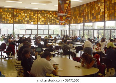 MEXICO CITY, JUNE 15: Students gather and study at the Universidad Nacional Autonoma de Mexico, UNAM, on June 15, 2009 in Mexico City. UNAM has been awarded the 2009 Principe de Asturias award.