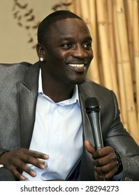 """MEXICO CITY - MARCH 31: Singer-Producer Akon promotes his album """"Freedom"""" at the Great Room Hotel W in Mexico City March 31 2009. The Singer Poses to photographers for photoshoots and offer interviews."""