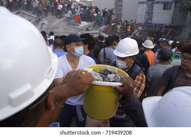 MEXICO CITY, MEXICO, SEPTEMBER 19, 2017. After a 7.1 earthquake, Mexico City inhabitants went to the streets to help to rescue those persons caught in the collapsed buildings.