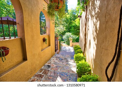 Mexico, Colorful buildings and streets of San Miguel de Allende in Zona Centro of historic city center