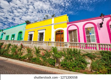 Mexico, Mazatlan, Colorful old city streets in historic city center