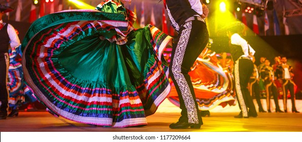 Mexico national costume. Hispanic Dancers show