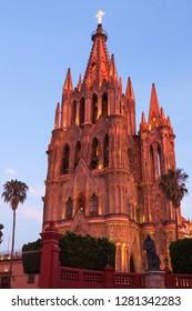 Mexico, San Miguel de Allende. La Parroquia de San Miguel Arcangel Church.