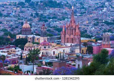 Mexico, San Miguel de Allende. La Parroquia de San Miguel Arcangel Church dominates the city at dusk.