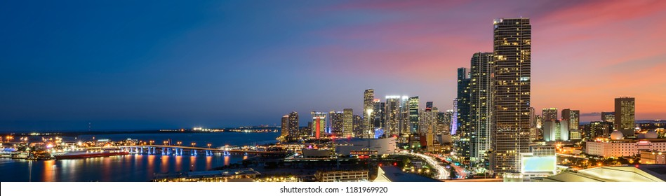 Miami downtown at night, Floride, USA