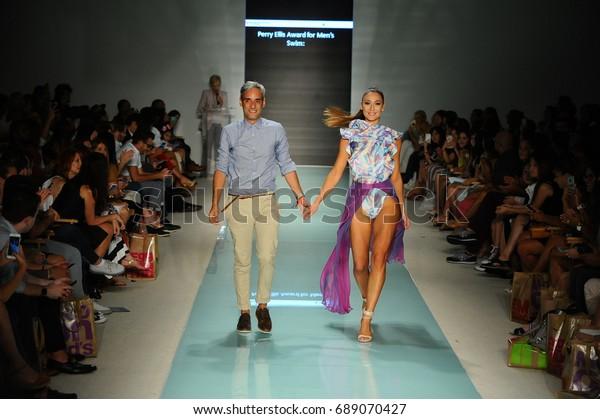 Miami Fl July 20 Designer Alejandro People Stock Image 689070427