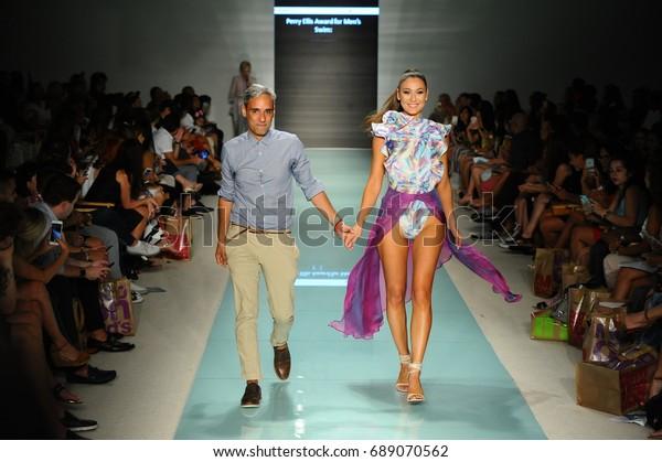 Miami Fl July 20 Designer Alejandro Stock Photo Edit Now 689070562