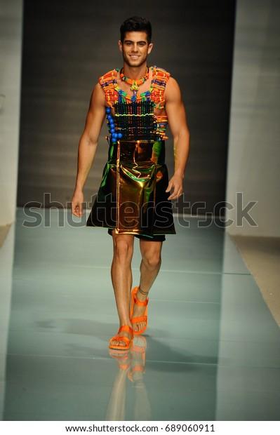 Miami Fl July 20 Model Walks Stock Photo Edit Now 689060911