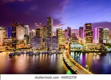 Miami, Florida, Estados Unidos en el centro de Skyline.