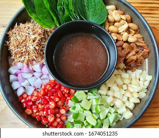 Miang Kham: Spicy leaf wrap is a Thai food consisting of dried shrimp, roasted coconut, roasted beans and many herbs wrapped in spicy wrapped leaves (betel leaf wrapped) topped with traditional  sauce