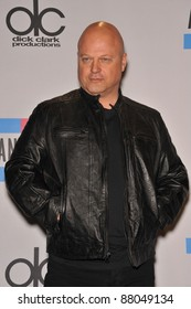 Michael Chiklis at the 2010 American Music Awards at the Nokia Theatre L.A. Live in downtown Los Angeles. November 21, 2010  Los Angeles, CA Picture: Paul Smith / Featureflash