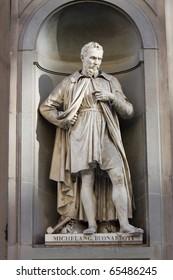 Michelangelo Buonarroti statue