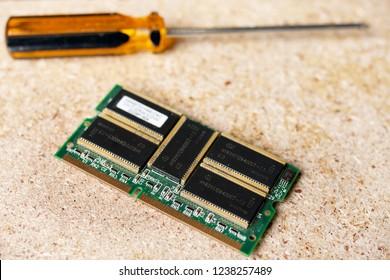 microcircuit electronic board computer screwdriver