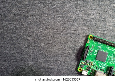 Microcontroller board for IoT project or stem education