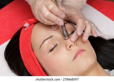 Microdermabrasion in salon beauty