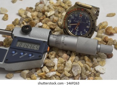 micrometer gauge coupled with analog clock