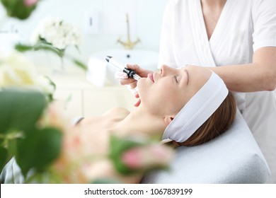 Microneedle mesotherapy, professional treatment of aesthetic medicine