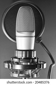 Microphone with antipop