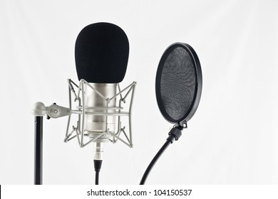 microphone to filter used in a recording studio