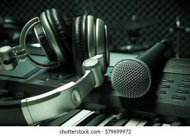 microphone,headphone piano background.
