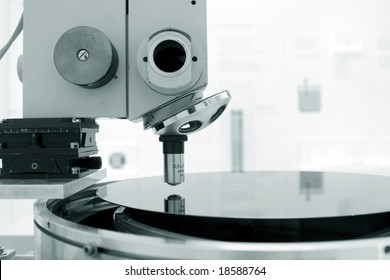 Microscope and  silicon wafer
