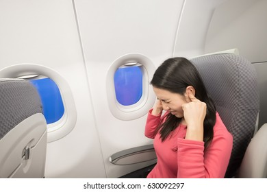 middle aged women feel tinnitus in the airplane