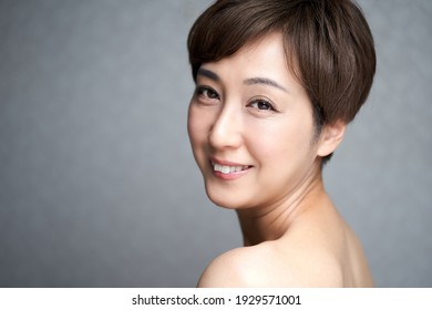 Middle-aged Japanese woman smiling looking at the camera