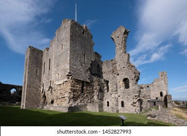 Middleham Castle, Middleham, North Yorkshire, UK. 2nd October 2018 The magnificent ruin of Middlham was once the home of Richard the Third