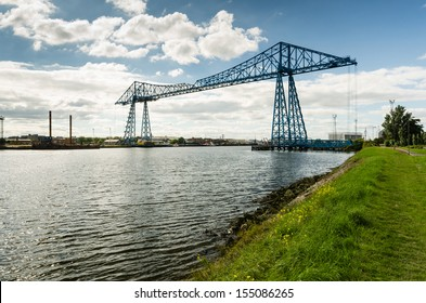 Middlesbrough Transporter Bridge / The Middlesbrough Transporter Bridge carries people and cars over the Tees in a suspended gondola