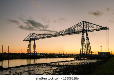 Middlesbrough Transporter Bridge at dusk / The Middlesbrough Transporter Bridge carries people and cars over the Tees in a suspended gondola