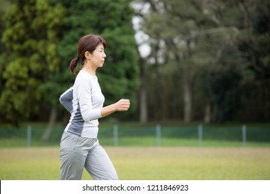 Middleweight Japanese women who exercise