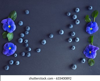 Midsummer decoration with blueberry and pansies.