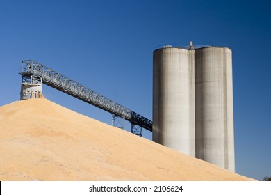 Midwest elevators and corn