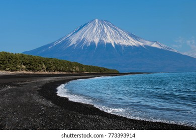 Miho no matsubara is a black beach with Fuji mountain.A famous place for sightseeing.
