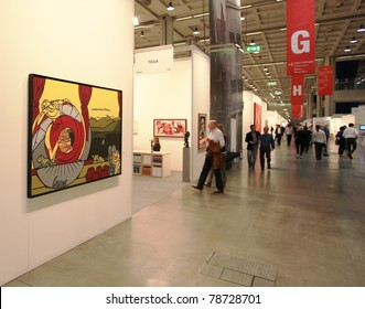 MILAN - APRIL 08: Looking at paintings and sculpture galleries during MiArt, international exhibition of modern and contemporary art on April 08, 2011 in Milan, Italy.