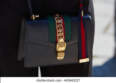9fb7a805661 MILAN - FEBRUARY 20  Woman poses for photographers with Gucci bag before  Gucci fashion show