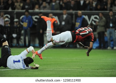 """Milan  Italy, 06 May 2012, """"G.MEAZZA SAN SIRO """" Stadium, Campionato di Calcio Seria A 2011/2012, FC Inter - AC Milan : Julio Cesar and Kevin Prince Boateng in action during the match"""