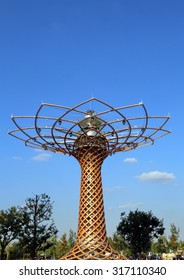 Milan, Italy - 8th September, 2015. EXPO MILANO 2015. Deatail of Tree of Life in the lake Arena