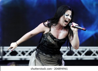 MILAN, ITALY - JULY 06: Amy Lee of Evanescence performs at the 2012 Heineken Jamming Festival of on July 6, 2012 in Milan, Italy.
