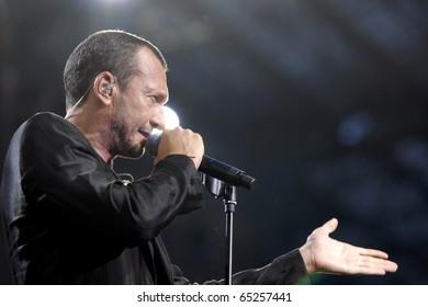 MILAN, ITALY - JUN 30: Biagio Antonacci performs live at the San Siro Stadium on June 30, 2007 in Milan, Italy