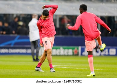 Milan, Italy. November 6, 2018. Stadio San Siro. UEFA Champions League. Inter vs Barcelona 1-1. Luis Suarez, Barcelona, during warm up.