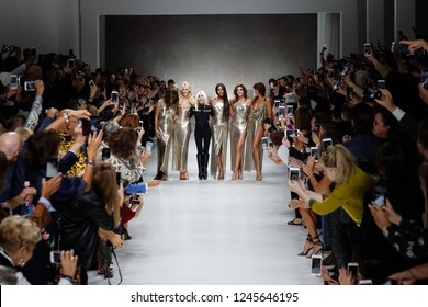 MILAN, ITALY - SEPTEMBER 22: Carla Bruni, Claudia Schiffer, Naomi Campbell, Cindy Crawford, Helena Christensen and Donatella Versace on  the runway at the Versace show on September 22 in Milan, Italy.